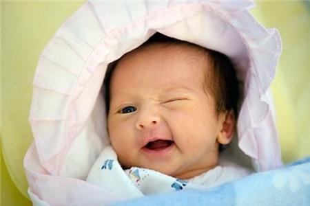 4 sự thật khiến bố mẹ bất ngờ về thị giác của bé sơ sinh
