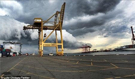"""Sydney bất ngờ bị cơn bão mùa hè """"tấn công"""" 3"""