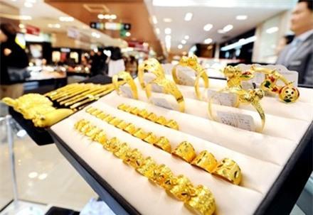 Hết Vía Thần Tài, các đại lý vàng tăng giá mua vào