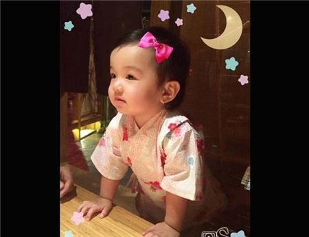 Con gái Jennifer Phạm càng lớn nét càng đẹp như tranh