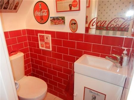 Căn nhà đỏ trắng của bà mẹ phát cuồng với Coca-cola 3