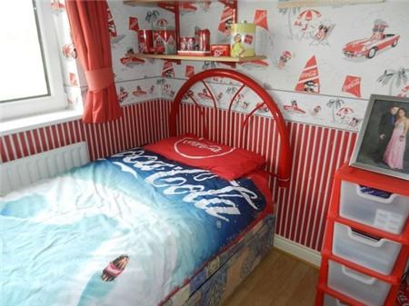 Căn nhà đỏ trắng của bà mẹ phát cuồng với Coca-cola 4