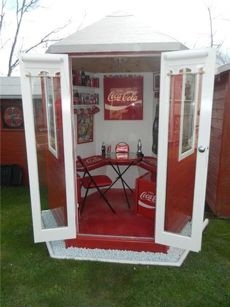 Căn nhà đỏ trắng của bà mẹ phát cuồng với Coca-cola 5