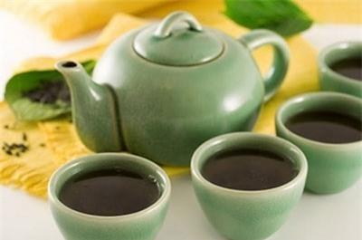 Những người không nên uống trà đặc nóng
