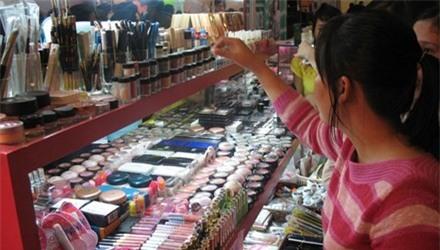 Mỹ phẩm rởm giá rẻ bất ngờ tràn chợ