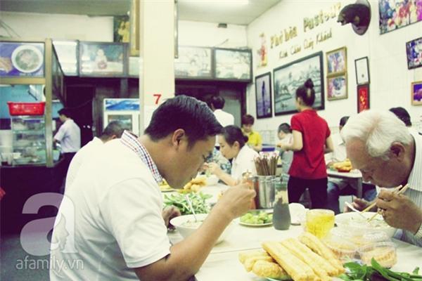 Những hàng quán danh tiếng hơn 40 năm ở Sài Gòn_9