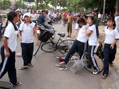 Học sinh là cái bóng bạo lực của người lớn?