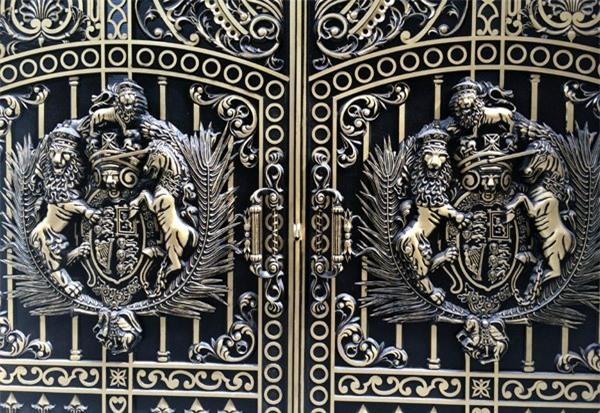 Biệt thự, đại gia, Thái Bình, Hà Nội, cổng biệt thự, tiền tỷ, ngân hàng, chứng khoán, nhôm đúc mạ đồng, biệt-thự, đại-gia, Thái-Bình, Hà-Nội, anh-em-ruột, cổng-biệt-thư, tiền-tỷ, ngân-hàng, chứng-khoán, nhôm-đúc-mạ-đồng