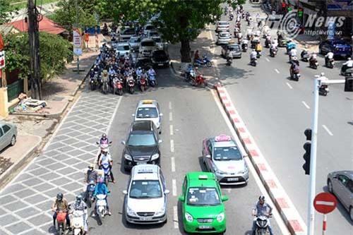 taxi, nắng nóng, chặt chém, tăng giá, ngày hè, ô tô, khách hàng, nắng-nóng, chặt-chém, tăng-giá, ngày-hè, ô-tô, khách-hàng