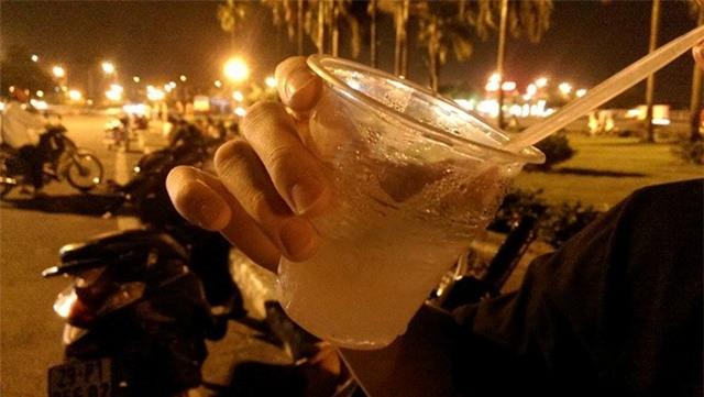 20.000 đồng một cốc nước mía hóng mát ở Hà Nội