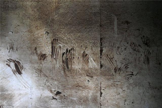 Những bức hình ám ảnh bên trong con tàu bị chìm ở Trung Quốc - Ảnh 1