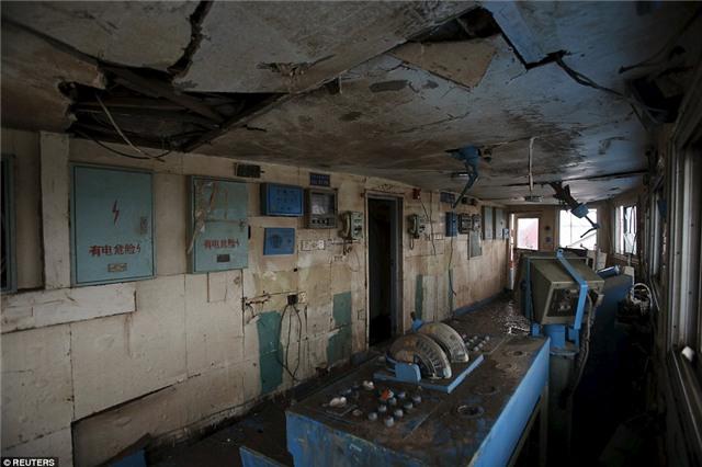 Những bức hình ám ảnh bên trong con tàu bị chìm ở Trung Quốc - Ảnh 2