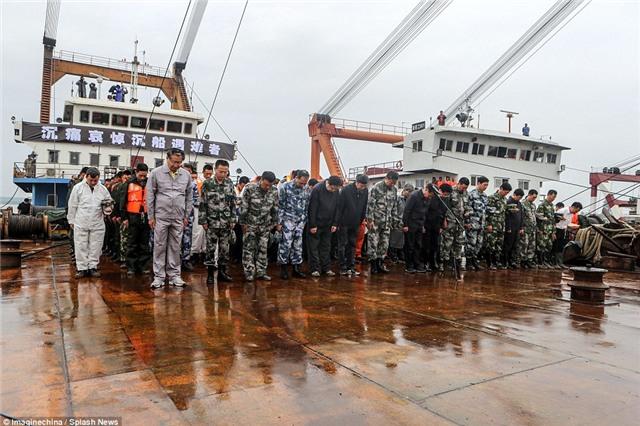 Những bức hình ám ảnh bên trong con tàu bị chìm ở Trung Quốc - Ảnh 4