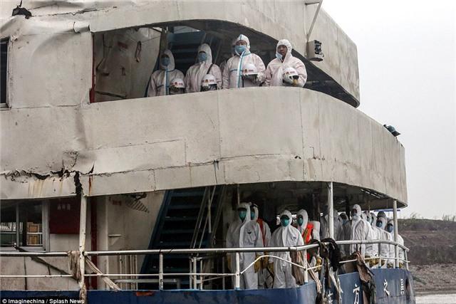 Những bức hình ám ảnh bên trong con tàu bị chìm ở Trung Quốc - Ảnh 7