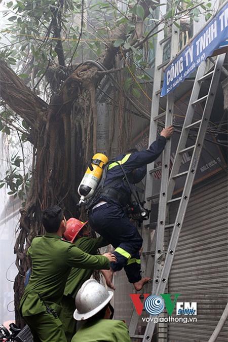 Sống ở Hà Nội, cần phải biết những nguy hiểm chết người này! - Ảnh 12