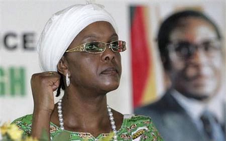 Đệ nhất phu nhân Zimbabwe là nữ hoàng mua sắm hàng hiệu - Ảnh 1