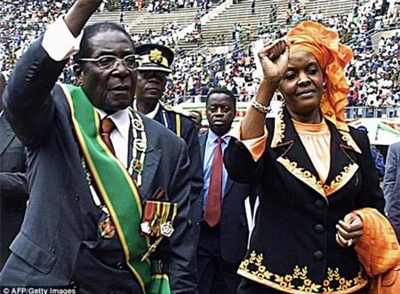 Đệ nhất phu nhân Zimbabwe là nữ hoàng mua sắm hàng hiệu - Ảnh 2