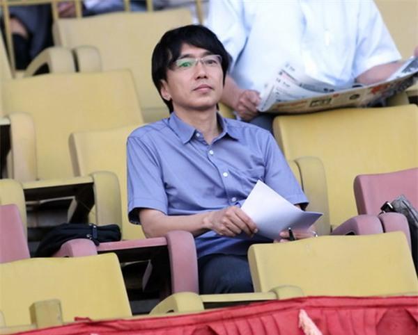 Hình ảnh thư sinh hiền lành của HLV ĐT U23 Việt Nam.