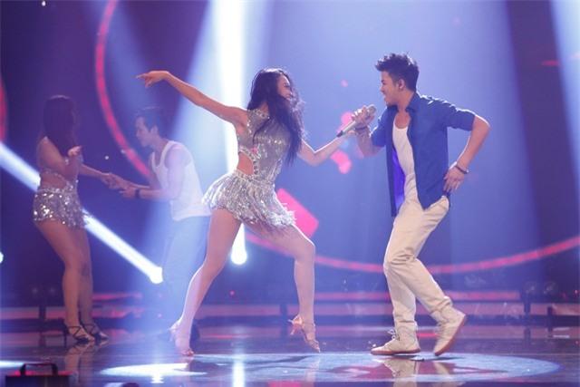 Trọng Hiếu trúng tủ khi chọn ca khúc của Ricky Martin – Livin' La Vida Loca, giúp anh khoe được giọng hát nam tính và vũ điệu điêu luyện
