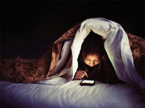 Cô gái chết tức tưởi do thức trắng đêm nghịch điện thoại - Ảnh 1