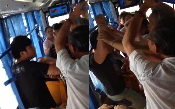 Không nhường chỗ trên xe buýt, cô gái trẻ bị cụ ông xô ngã xuống sàn ảnh 4