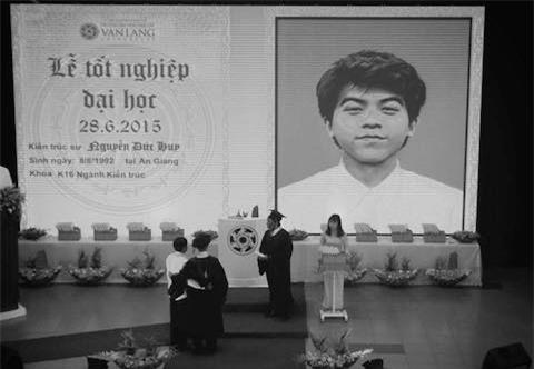 Nam sinh, tốt nghiệp, ĐH Văn Lang, xúc động