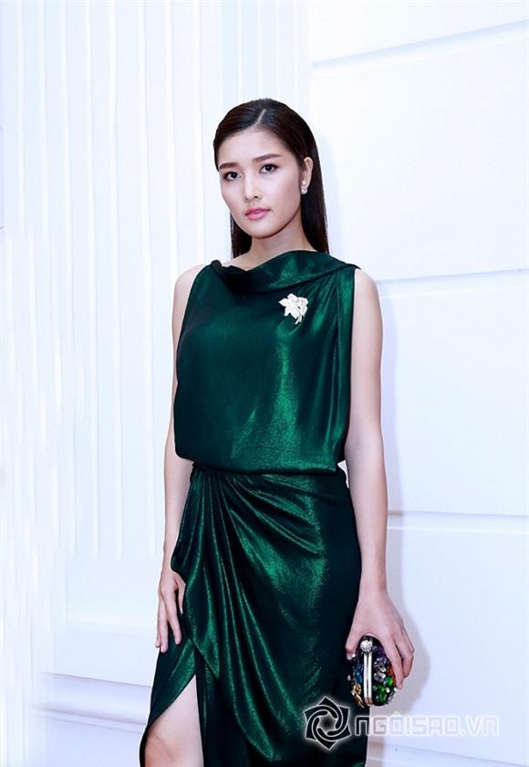 Triệu Thị Hà diện đầm xanh buông lơi khoe làn da trắng hồng không tỉ vết 0