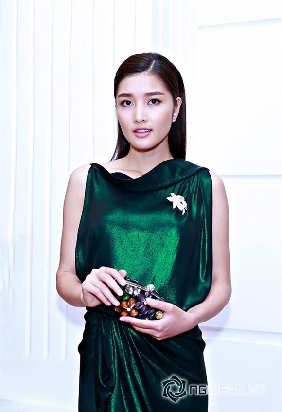 Triệu Thị Hà diện đầm xanh buông lơi khoe làn da trắng hồng không tỉ vết 5