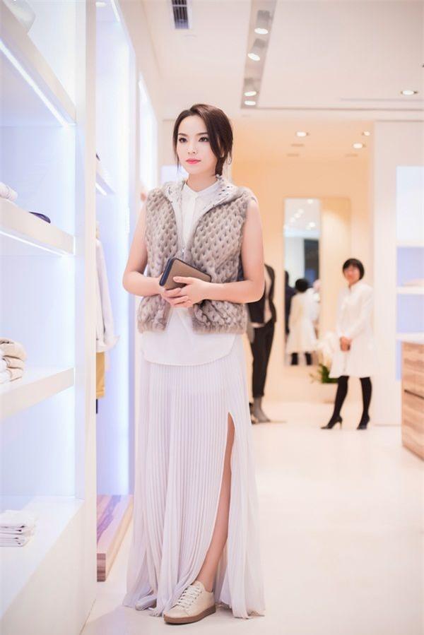Hình ảnh Những người đẹp Việt luôn bị cư dân mạng ném đá số 2