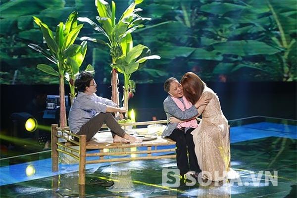 Tiết mục được hỗ trợ bởi nghệ sĩ Hồng Nga và ca sĩ Minh Thuận.