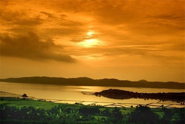 10 thắng cảnh tuyệt đẹp của xứ sở hoa vàng trên cỏ xanh - Ảnh 8