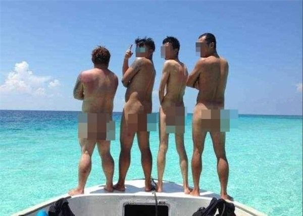 nude_tourists2-db22b