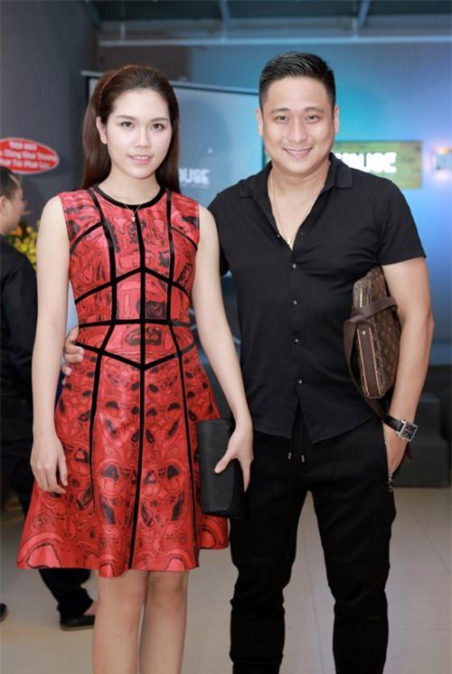 MC Huyền Châu gợi cảm bên dàn Á hậu, Hoa hậu - 10