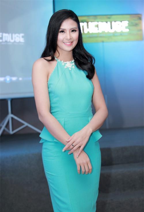 MC Huyền Châu gợi cảm bên dàn Á hậu, Hoa hậu - 5