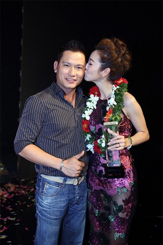 Hoàng Thùy Linh, Jennifer Phạm, Đông Nhi, Thủy Tiên, Công Vinh