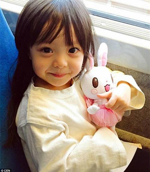 'Bông hồng lai' 3 tuổi Nhật Bản gây sốt khắp châu Á vì quá xinh - 1