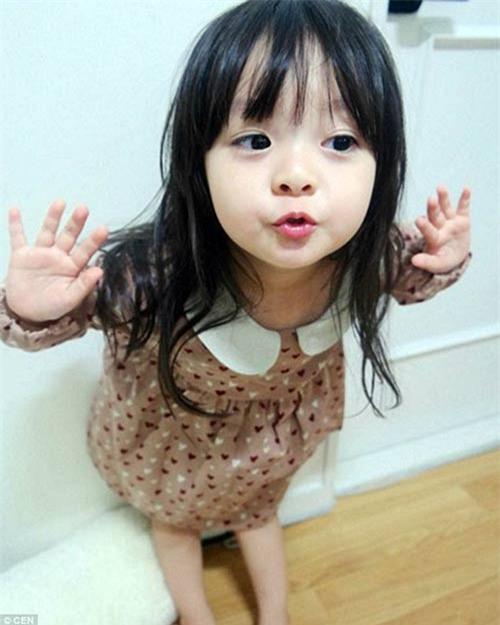 'Bông hồng lai' 3 tuổi Nhật Bản gây sốt khắp châu Á vì quá xinh - 10
