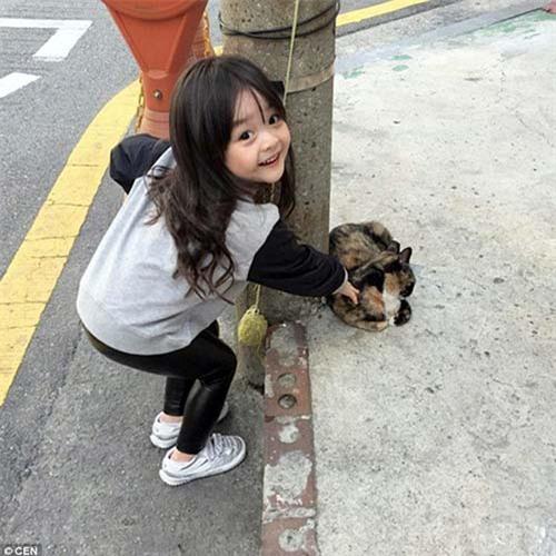 'Bông hồng lai' 3 tuổi Nhật Bản gây sốt khắp châu Á vì quá xinh - 2