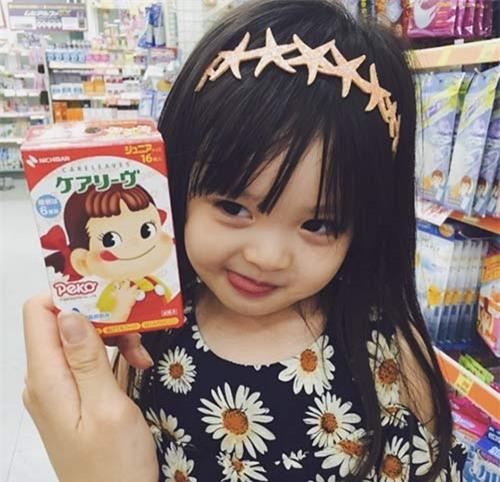 'Bông hồng lai' 3 tuổi Nhật Bản gây sốt khắp châu Á vì quá xinh - 5