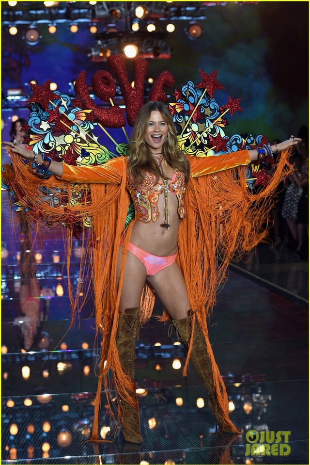behati prinsloo victorias secret fashion show 2015 06