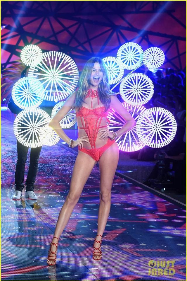 behati prinsloo victorias secret fashion show 2015 02