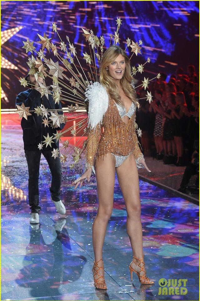 behati prinsloo victorias secret fashion show 2015 12