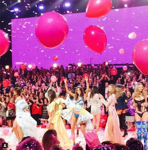 Victoria's Secret Fashion Show 2015 10