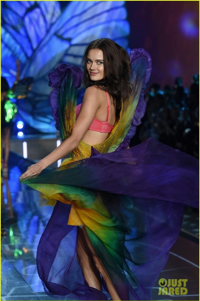 lily aldridge joan smalls victorias secret fashion show 2015 21