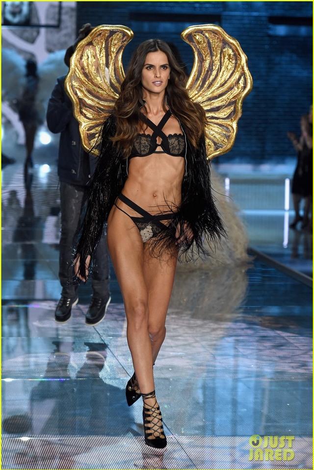 adriana lima alessandra ambrosio victorias secret fashion show 2015 17