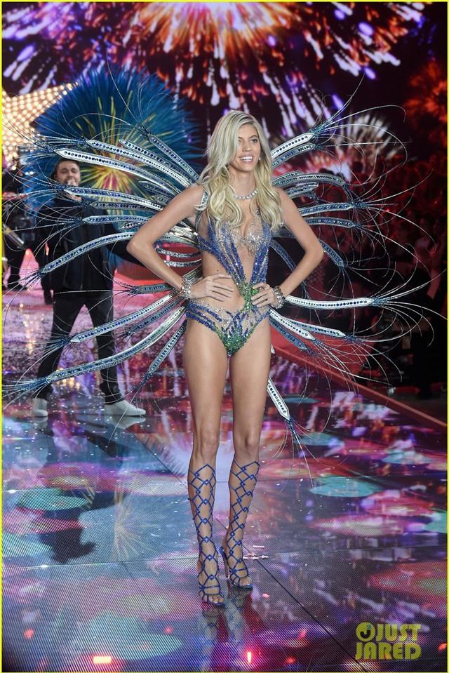 kendall jenner gigi hadid victorias secret fashion show 2015 03