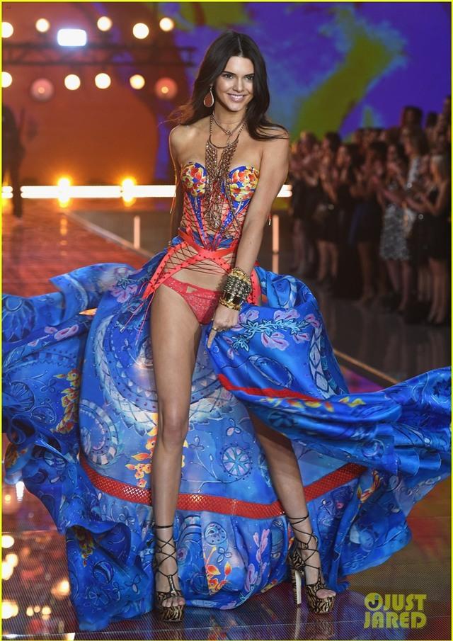 kendall jenner gigi hadid victorias secret fashion show 2015 18