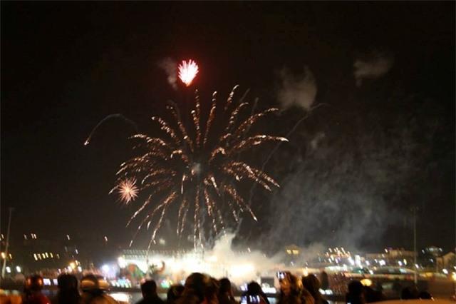 Tham dự lễ hội hoa Đà Lạt cùng ngắm pháo hoa năm mới cho bạn cảm giác tuyệt vời. Ảnh: Phước Bình.