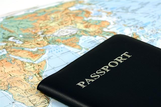 Chuẩn bị visa, hộ chiếu trước chuyến đi. Ảnh: