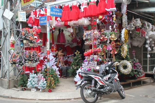 Dịch vụ Noel ở Sài Gòn ế ẩm vì khách dùng đồ cũ